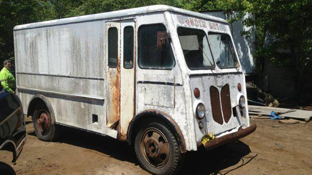 Wonder Bread Rescue: 1947 Ford Box Truck
