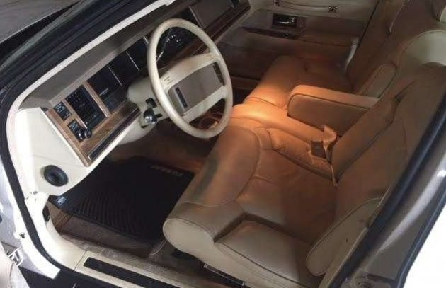 4 600 miles from new 1990 lincoln town car. Black Bedroom Furniture Sets. Home Design Ideas