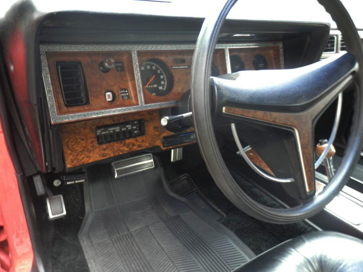 Fine corinthian leather 1975 chrysler cordoba for Seat cordoba interior