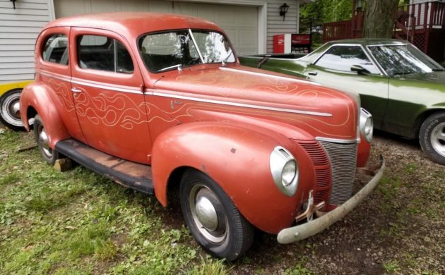 Period Hot Rod: 1940 Ford Deluxe Sedan