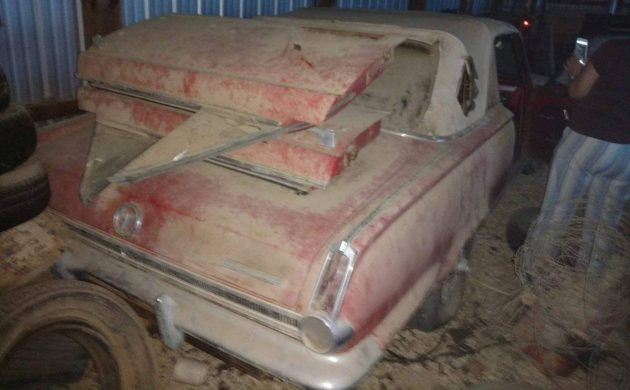 Droptop Twins: Two 1965 Plymouth Valiant convertibles