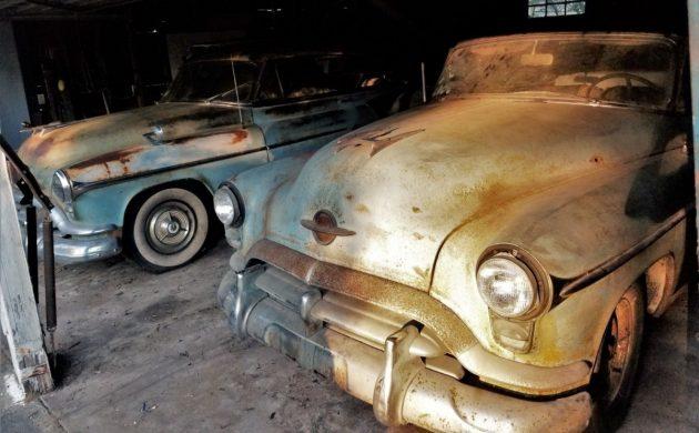 Solid Duo: 1952 Oldsmobile Ninety-Eight Holidays