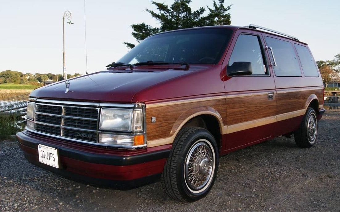 Mint Condition Minivan 1988 Dodge Caravan Le