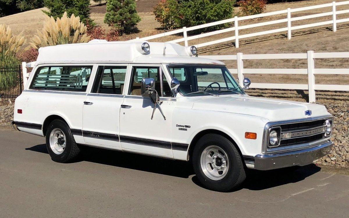 Survivor Ambulance: 1970 Chevrolet Suburban