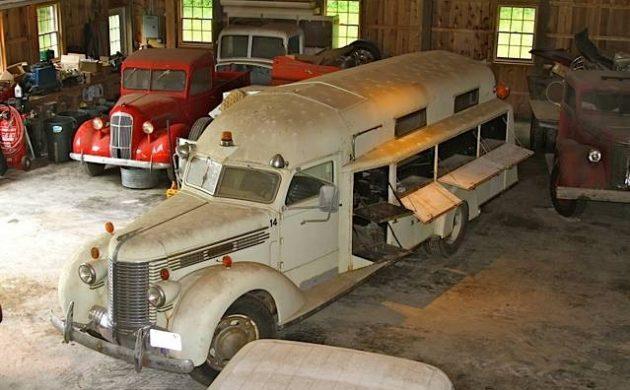 Yellowstone Rescue Rig: 1938 Diamond T Bus