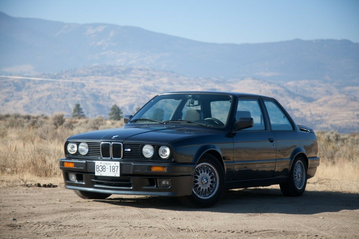 Baby E30 M3: 1990 BMW 320is