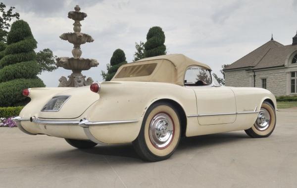 entombed-1954-corvette-freed-rear-corner