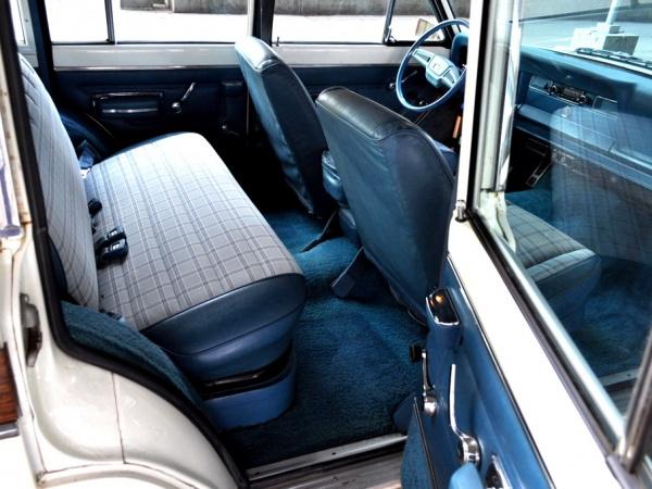 fuel-injected-1978-Jeep-Wagoneer-interior