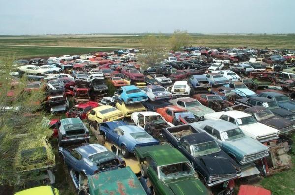Bettie del Mar: Fun Times at a Junk Yard |Salvage Yard