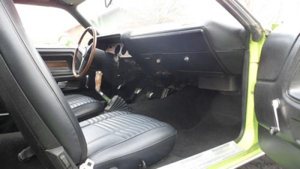 surivor-1970-dodge-challenger-383-interior